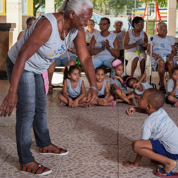 Centro de Convivência de idosos com a Creche: 26 anos de sucesso na Casa Emilien Lacay